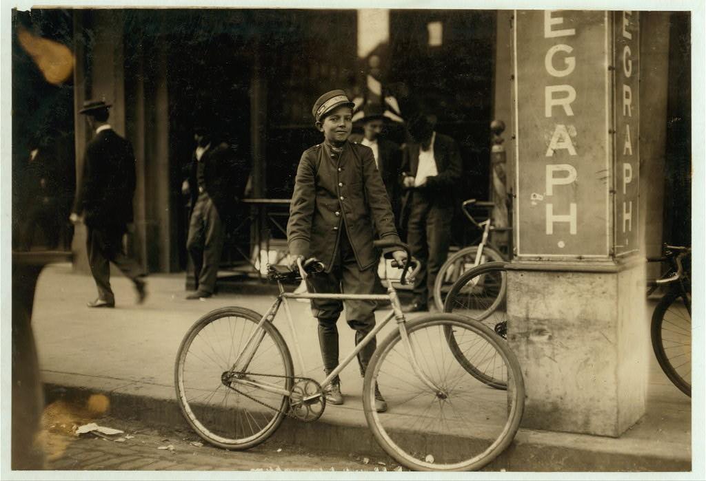 Telegraph Messenger in Birmingham 1910 - Lewis Wickes Hine
