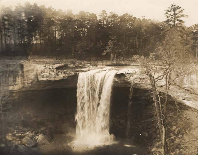 Noccalula_Falls_near_Gadsden_Alabama