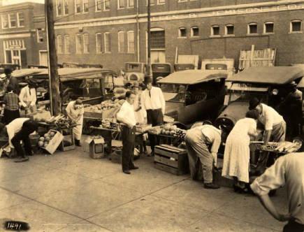 Curb Market day in Tuscaloosa, Alabama ca. 1935