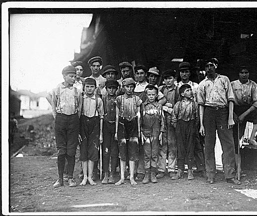 Some children working at Avondale Mills Birmingham Nov. 25, 1910 - photo by Lewis Hines