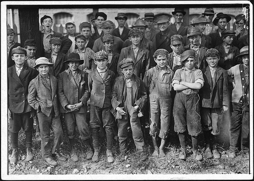 Closing time at Dallas Mill, they all said they were 12 but some said they lied, photo November, 1910 by Lewis Hines