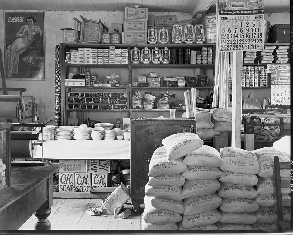 General Store near Moundville, Alabama July 1936