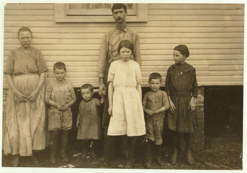 Gracie Clark with family -Nov. 1913 - hine