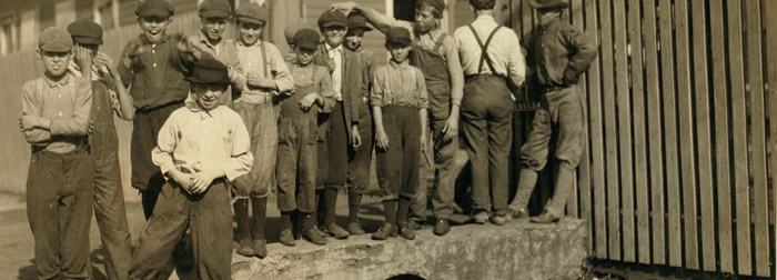 These are haunting photographs of young cotton mill workers in Alabama