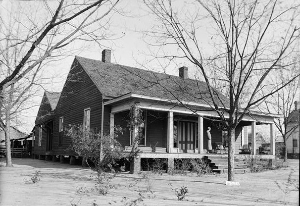 Great photographs of some beautiful old houses in Henry