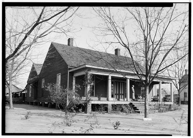 Historic American Buildings Survey W. N. Manning, Photographer, December 11, 1934 FRONT AND SIDE VIEW, S.W. - Oates-Danzey House, West Washington & Trawick Streets, Abbeville, Henry County, AL