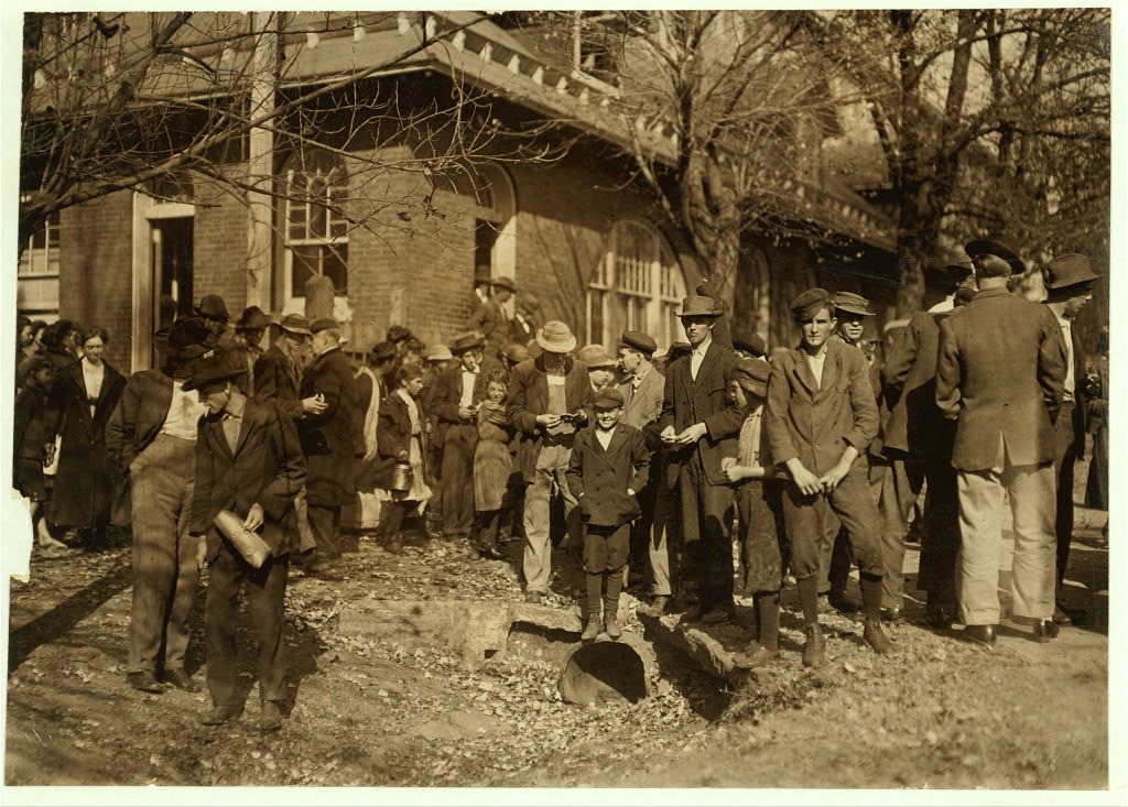 People working in Dallas Mills 1910