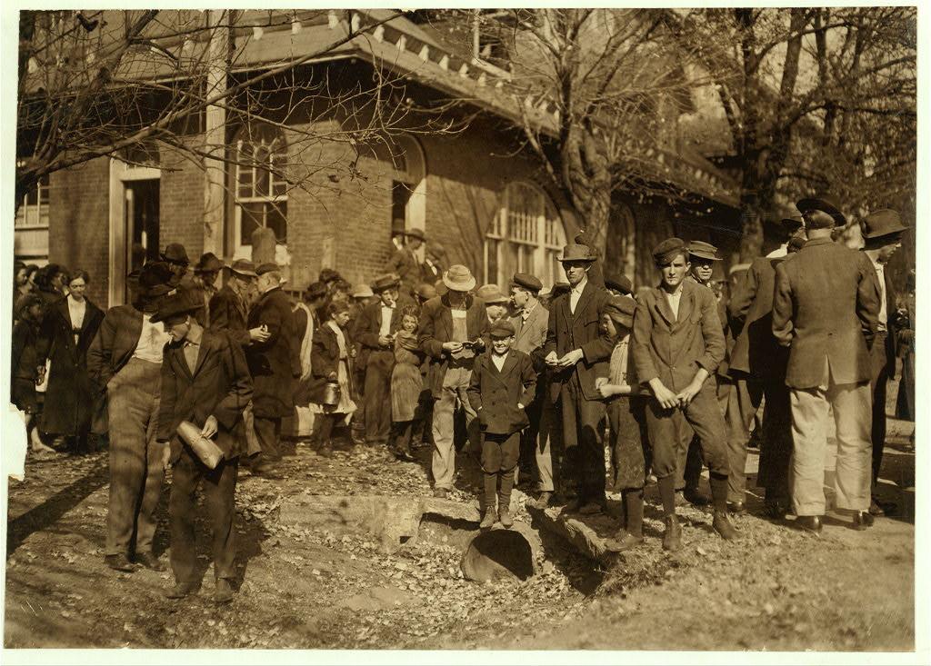 People working in Dallas Mills 1910