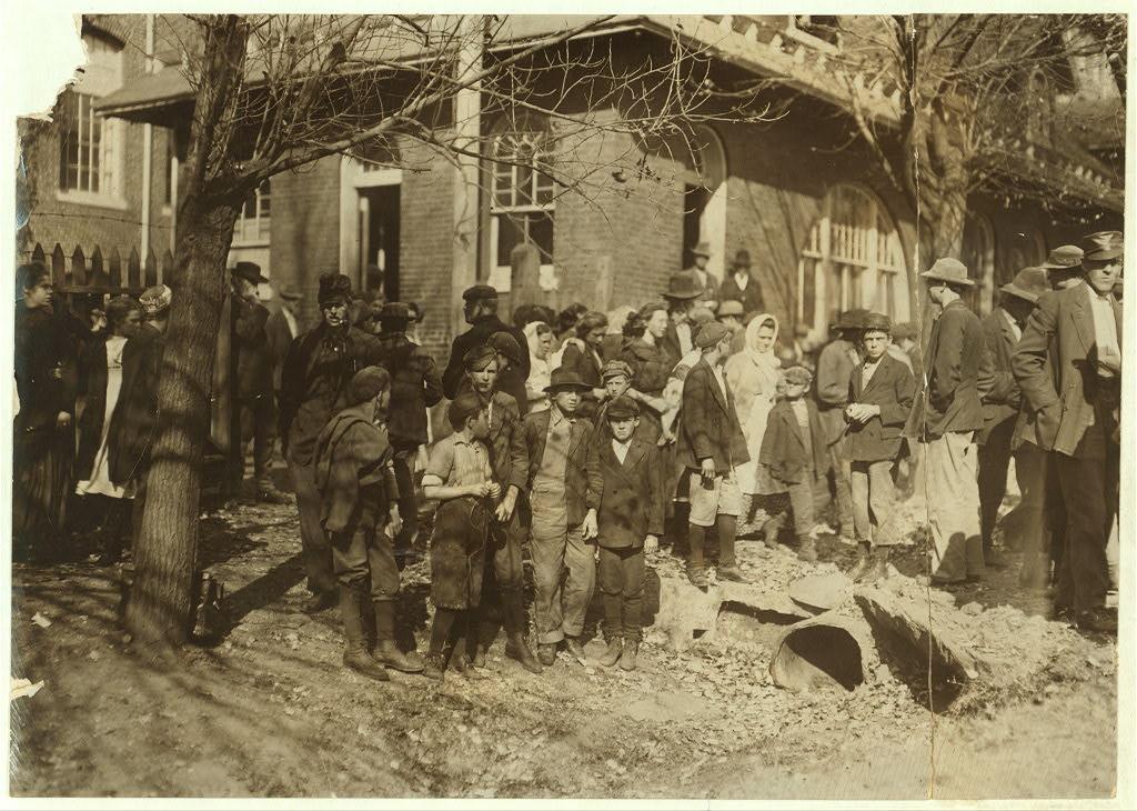 People working in Dallas Mills2 1910
