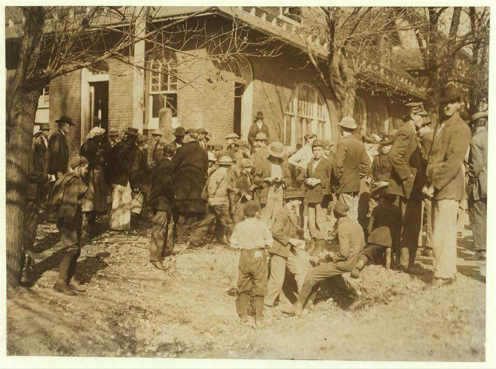 People working in Dallas Mills3 1910