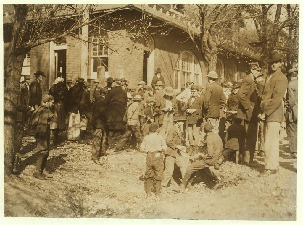 People working in Dallas Mills3 1910