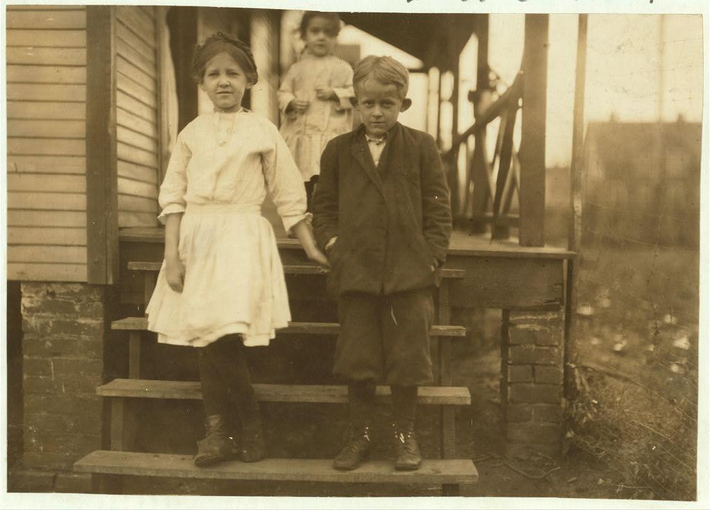 Pinkie Durham with sister Ella Novl 1913 - hine