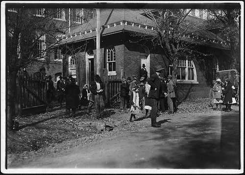 Saturday closing hour Dallas Mill, Huntsville, Alabama, all worked at the Mill, Nov. 1910 by Lewis Hines