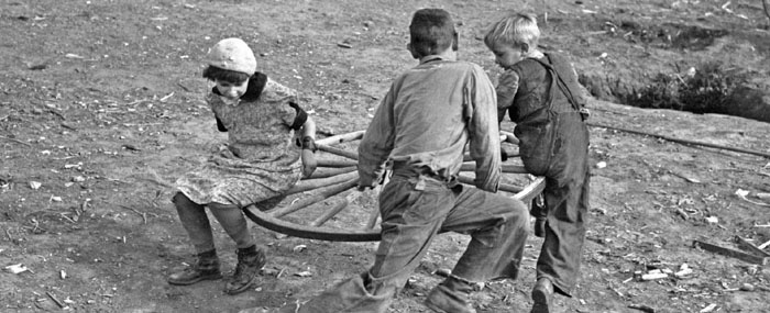 1937 children playing