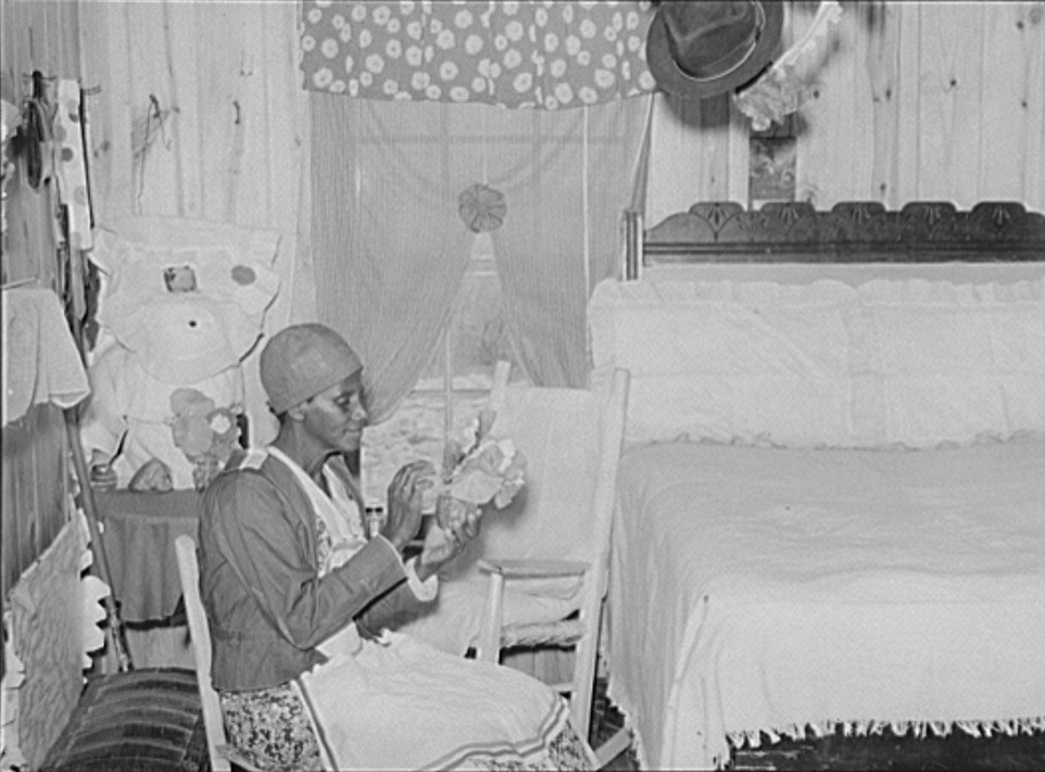 Jorena Pettway making flower decorations for her home. She has made practically all her own furniture and her own bedspreads and chair covers from flour sacks, etc. Gee's Bend, Alabama, photograph by M. P. Walcott 1939