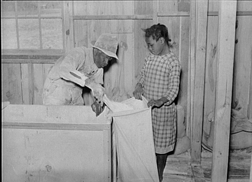 1939 Children of project families often bring the corn to cooperative grist mill for grinding into meal. Gee's Bend, Alabama2