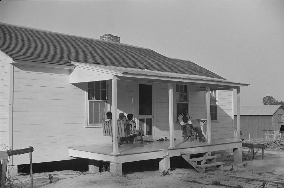 1939 Nolan pettway with family on his front porch