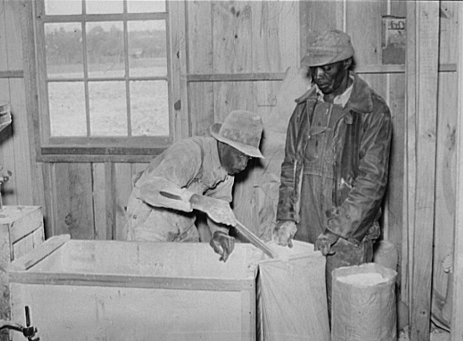 1939 Project families have their corn ground into meal at cooperative grist mill. Gee's Bend, Alabama2