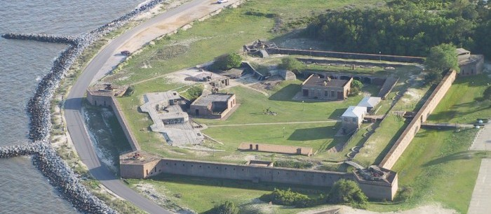 Ghosts of many wars roam the historic forts of Mobile, Alabama  [pics & films]