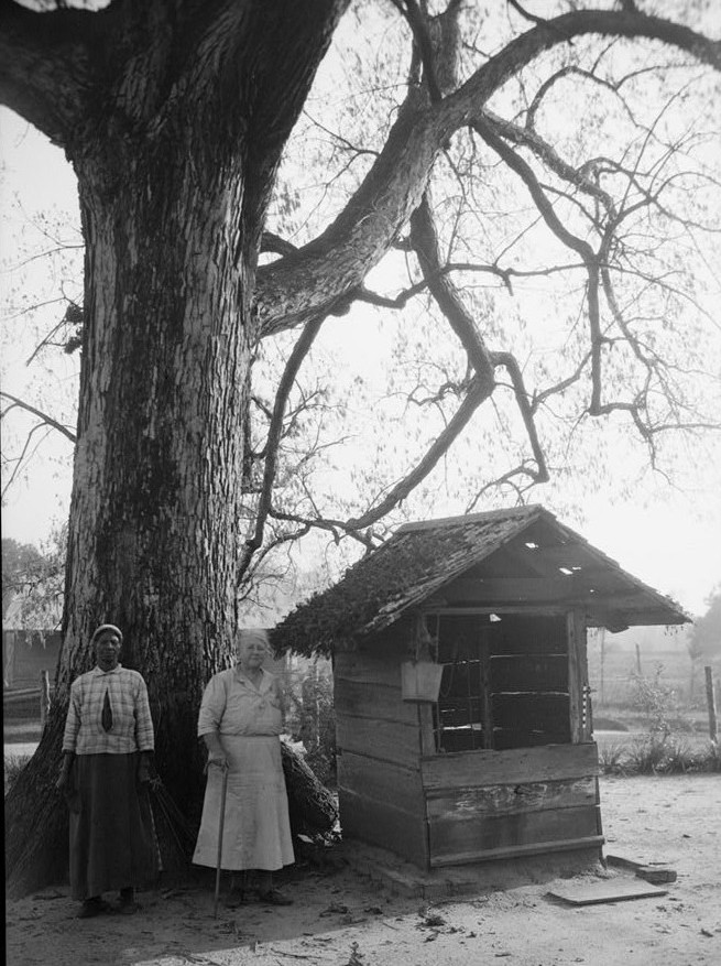 Old Tavern, county road 24, Allenton, Wilcox Co. old well Alex Bush Photographer March 24, 1937