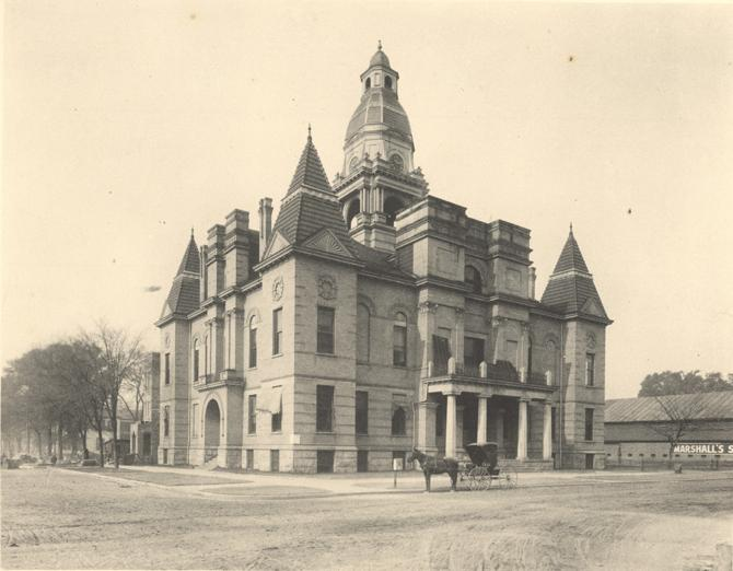 Dallas_County_Courthouse_in_1907