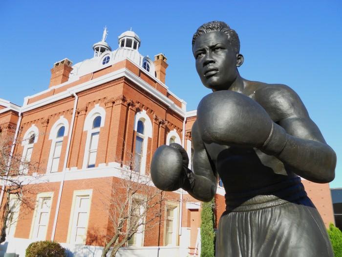 Joe_Louis_Statue_LaFayette_Alabama