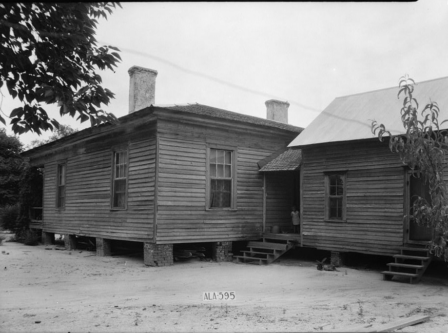 REAR AND SIDE VIEW, S.W. - Berry-Braswell House June 15, 1935