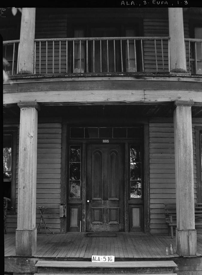 Irwinton Inn front door