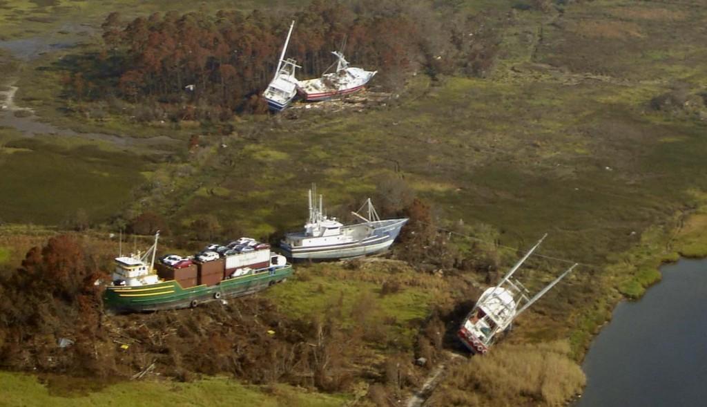 Katrina_Bayou_La_Batre_2005_boats_ashore
