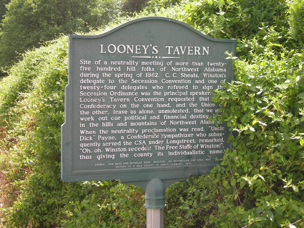 Looney's Tavern