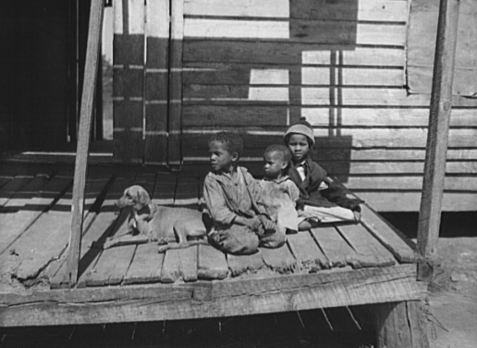 Sharecropper's children. Macon County, Alabama 1937 Arthur Rothstein