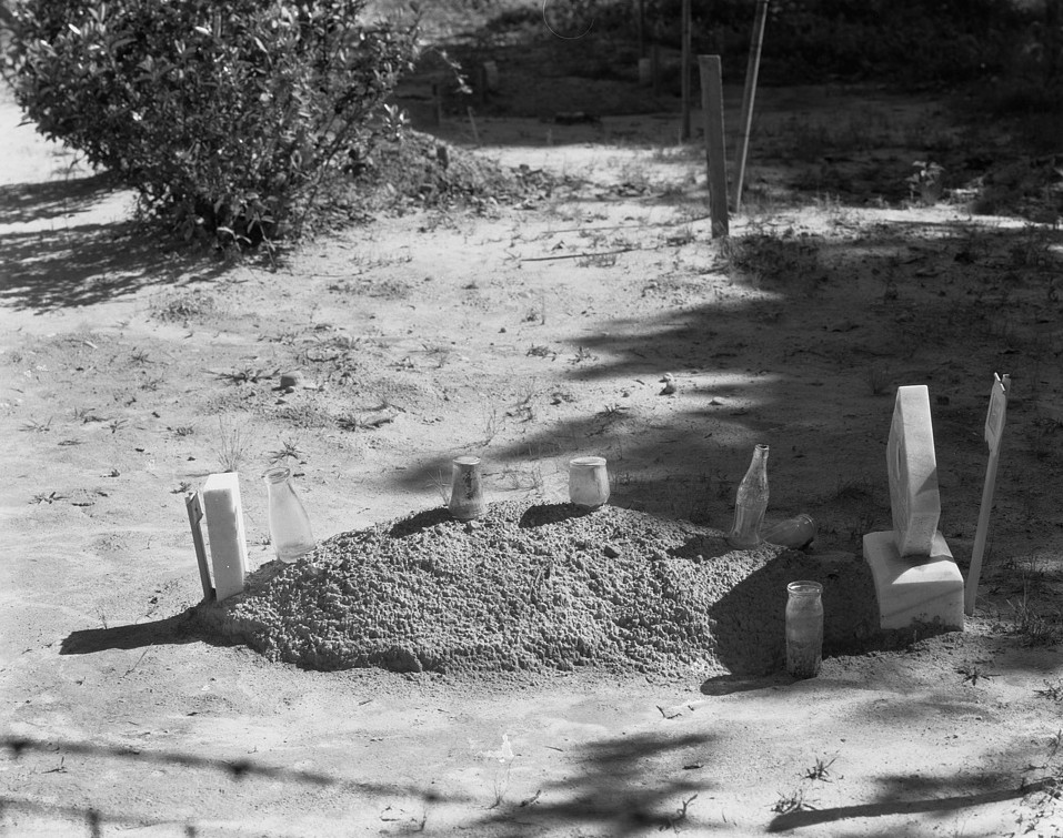 Sharecropper's grave. Hale County, Alabama summer 1936 by Evans Walker