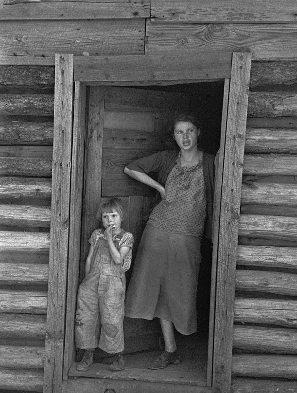 Wife and child of Alabama sharecropper, Walker County, Alabama !936 by photographer Arthur Rothstein