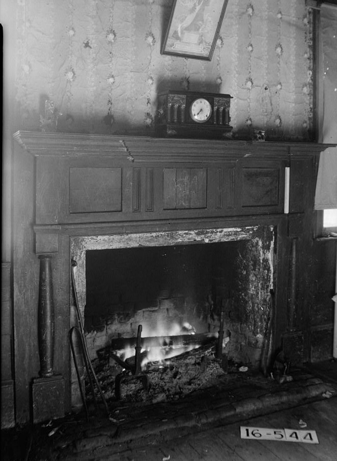 Bartlett smith house fireplace