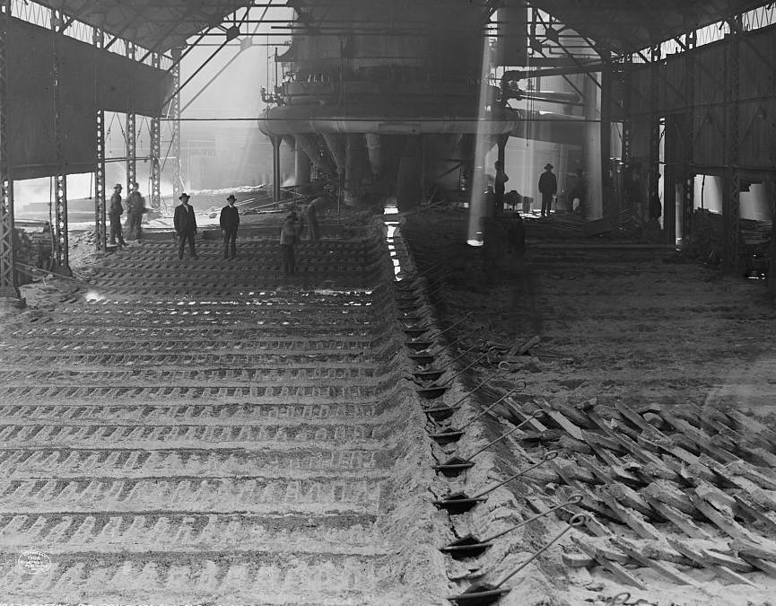 Birmingham, Casting pig iron at Sloss Furnaces, photo taken 1906 by Detroit Publishing