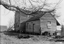 Great photographs of beautiful old houses in Henry County, Alabama! I wonder how many are still standing