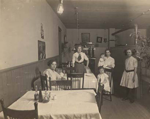 women and girls in cafe cullman ca. 1910