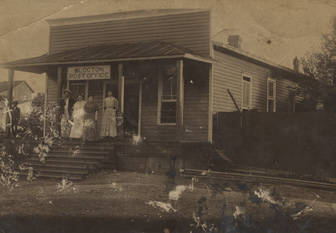 Group_standing_on_the_porch_of_the_Blocton_Post_Office_in_Bibb_County_Alabama