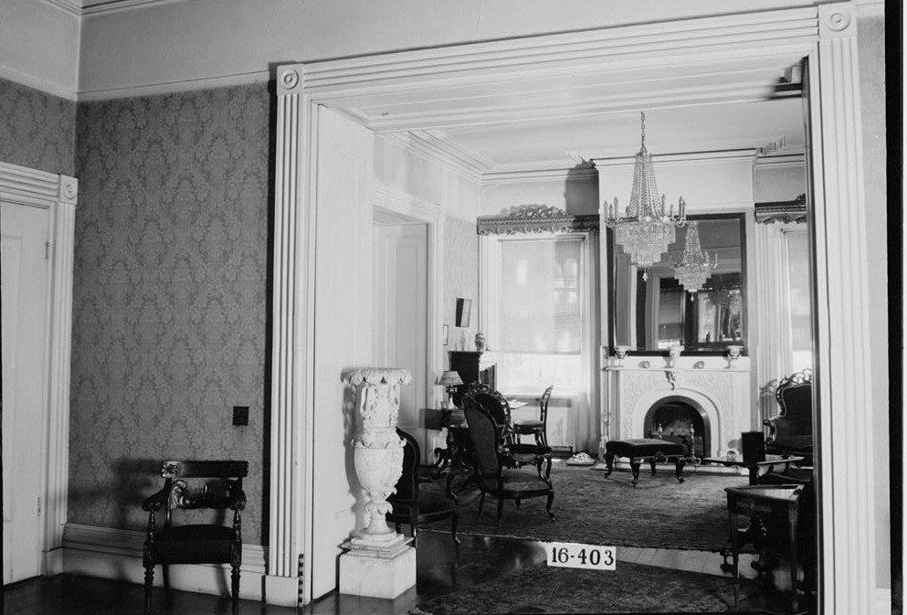 W. N. Manning, Photographer, April 25, 1934. DETAIL (FRONT HALL LOOKING INTO DRAWING ROOM) - Governor Thomas Bibb House