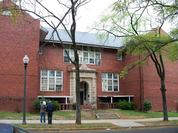 robinson-elementary-school-exterior