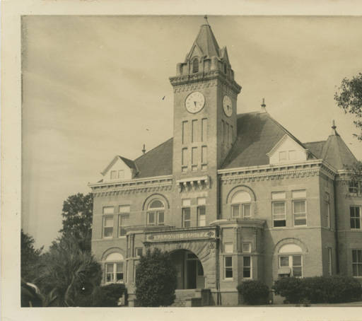 Baldwin County courthouse in Bay Minette, Alabama ca. 1930