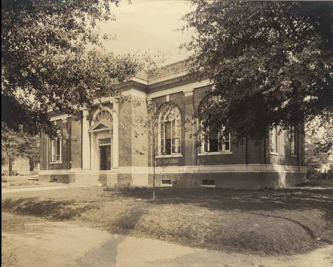 Public_library_in_Troy_Alabama