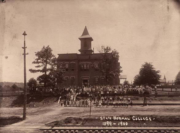 Students_at_the_State_Normal_College_in_Troy_Alabama