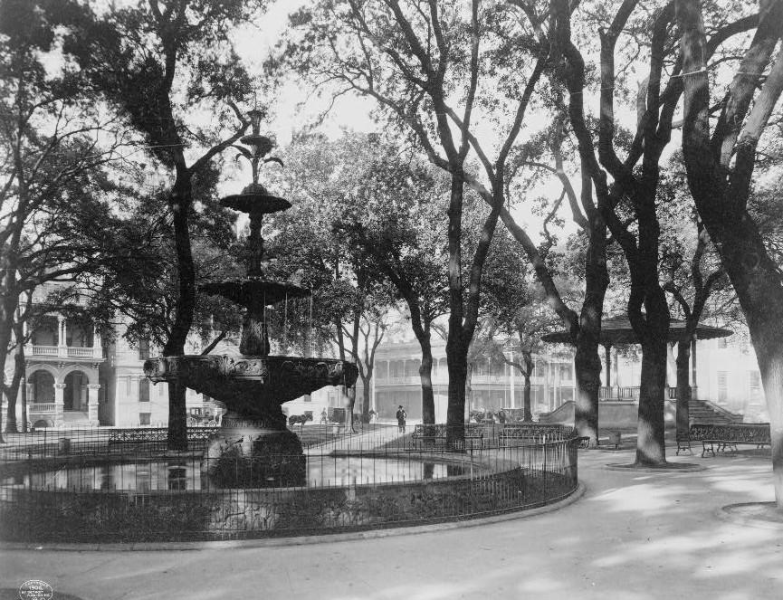 Bienville Park, Mobile, Alabama ca. 1900 - Detroit Publishing Company