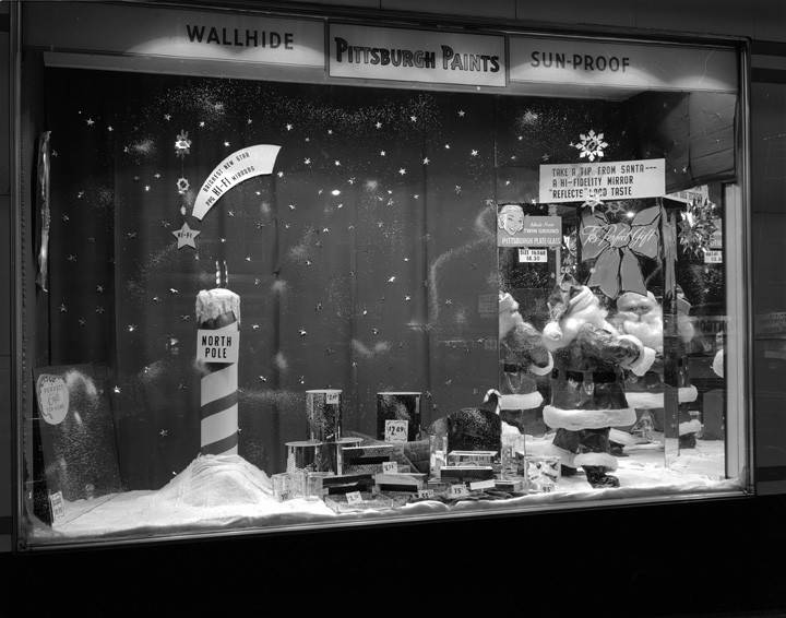 Christmas_display_window_for_the_Pittsburgh_Paints_store_in_Montgomery_Alabama