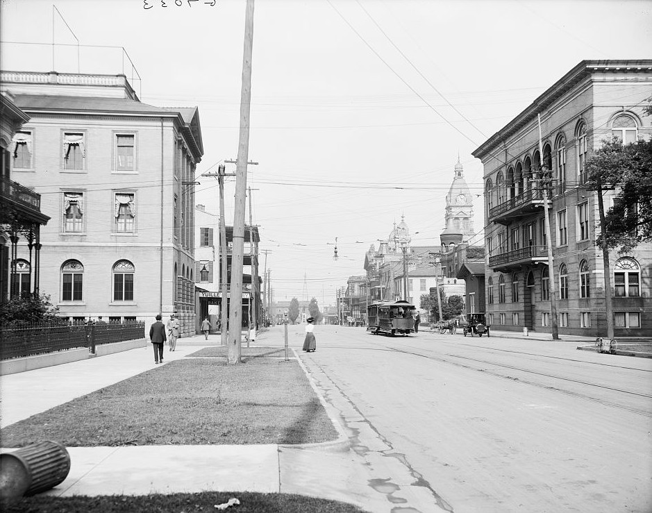 Government Street looking east in Mobile, Mobile, Alabama - ca. 1906 - Mobile, Alabama -Detroit Publishing Company