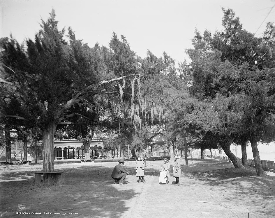 Monroe Park, Mobile, Alabama ca. 1900 - Detroit Publishing Company