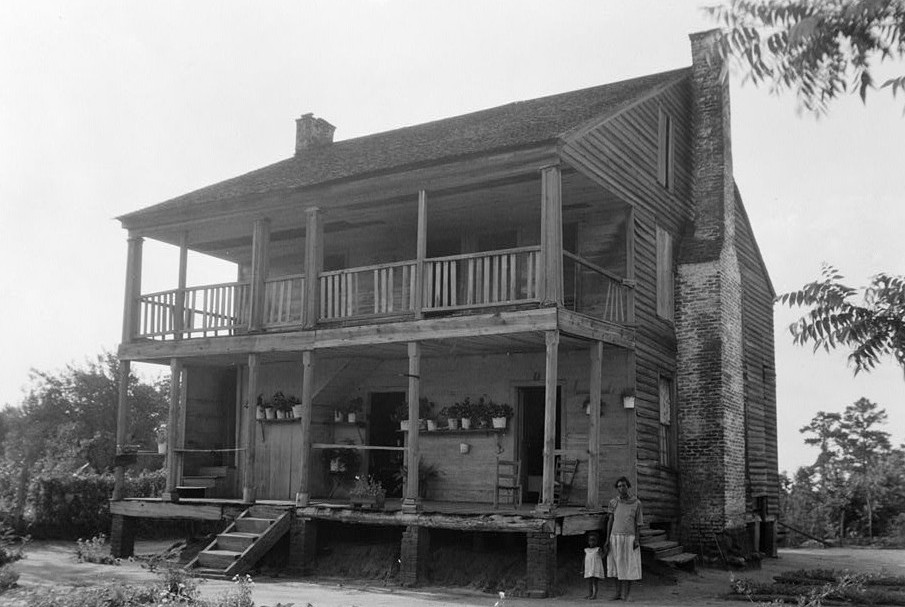 W. N. Manning, Photographer, June 12, 1935. Front and Side View, S. E. - Tavern & Stage Inn, Greenville