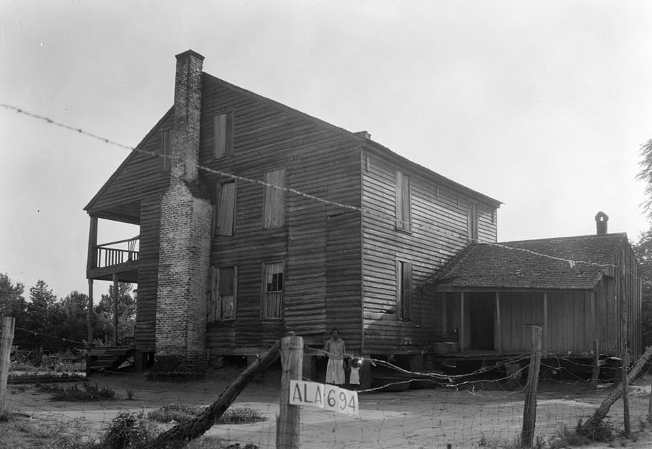 W. N. Manning, Photographer, June 12, 1935. Read and Side View,