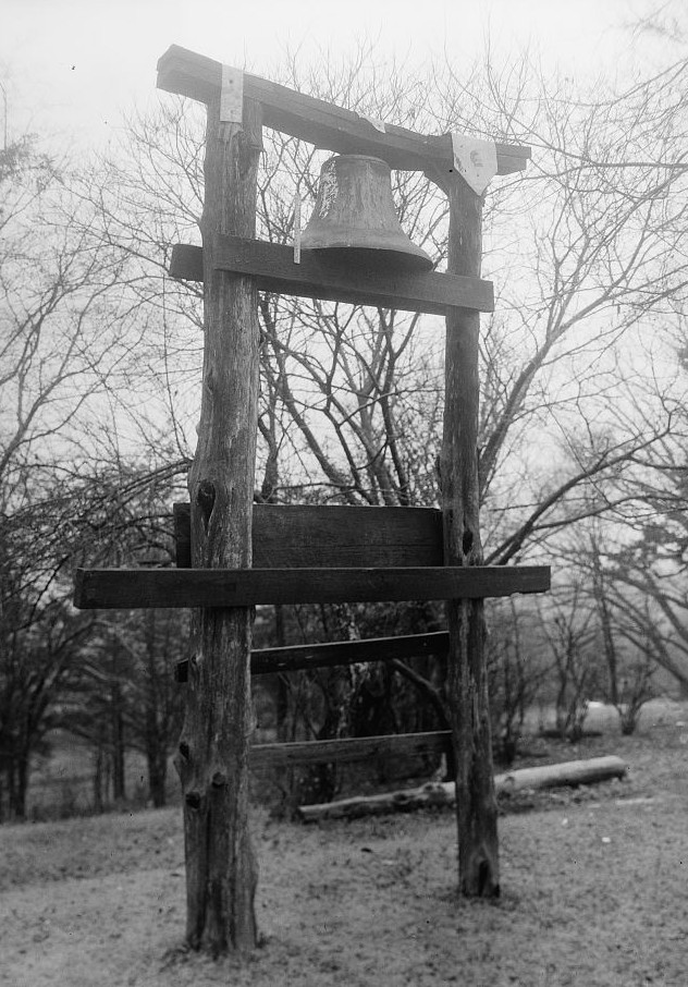 plantation bell at Thornhill Plantation, Greene county